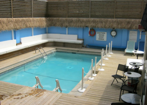 The outdoor pool at Oasis Aqualounge.